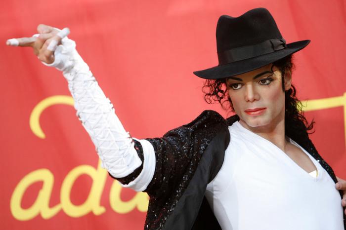 Король поп-музыки в виде восковой фигуры также представлен в знаменитом музее мадам Тюссо.