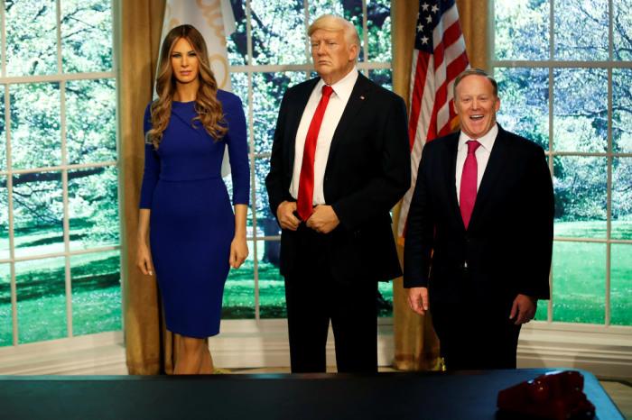 Восковые копии президента США и его красавицы-жены в Овальном кабинете музея мадам Тюссо.