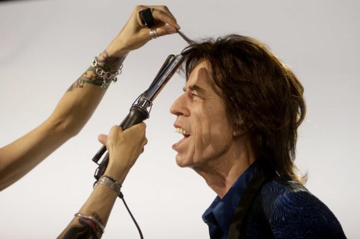 «Поющую» копию британского рок-музыканта и продюсера готовят для показа в Музее восковых фигур в Праге.