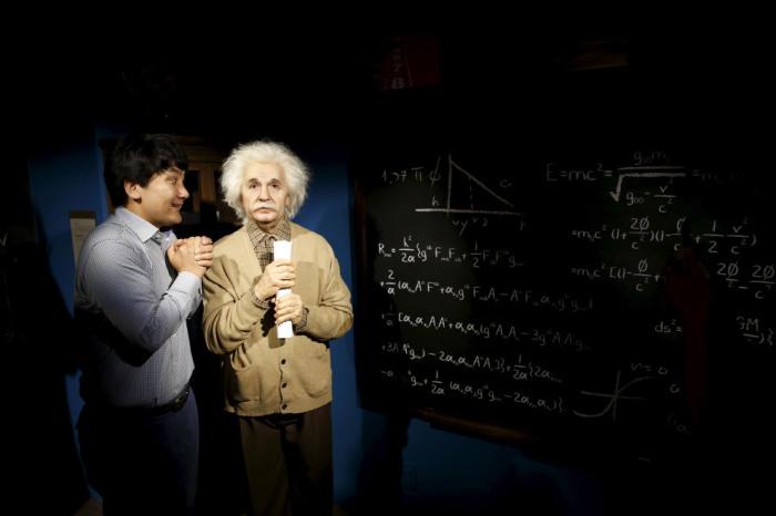 У одного из основателей современной теоретической физики в музее мадам Тюссо имеется несколько восковых фигур.