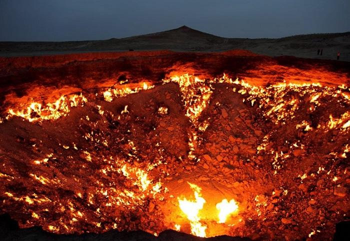 Горящий кратер «Врата Ада».