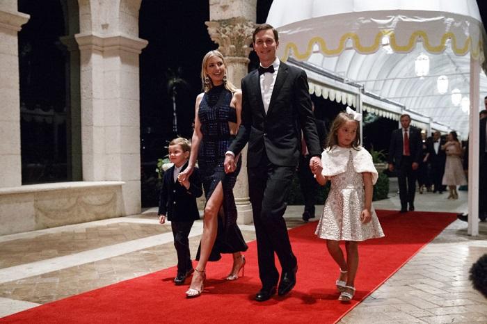 Семья Иванки Трамп на новогоднем гала-вечере.