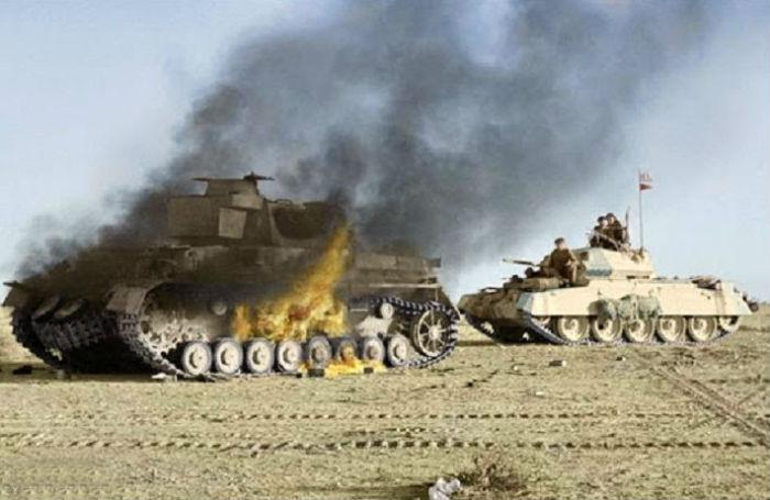Танковое сражение между британскими и немецкими танками во время операции «Крестоносец» в пустыне возле города Тобрук. 27 ноября 1941 г.