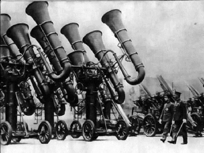 Японское изобретение: «звуковые трубы ПВО» - использовались для распознавания самолетов противника по звуку, до изобретения радара.