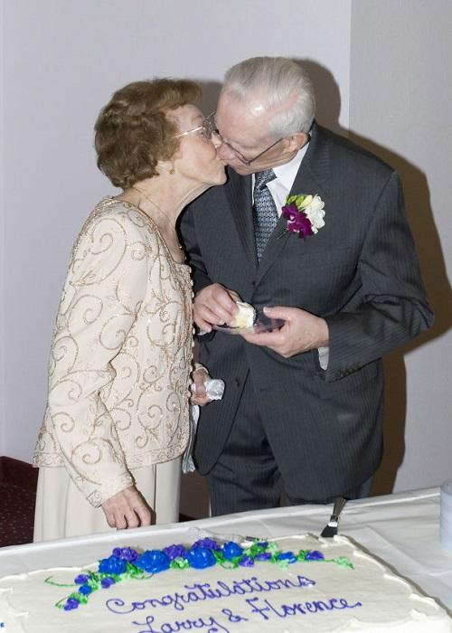Ларри Шталь из Флоренции, 84, и Шталь, 87 лет, встретились в доме престарелых.