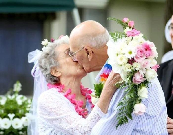 Первый поцелуй в законном браке.
