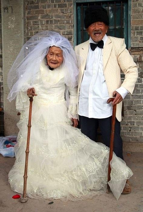 Жениху 101, невесте 103 года.