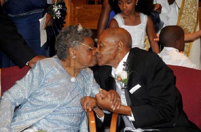 85-летняя влюблённая пара. 48 лет назад они развелись, а сейчас снова решились пожениться.