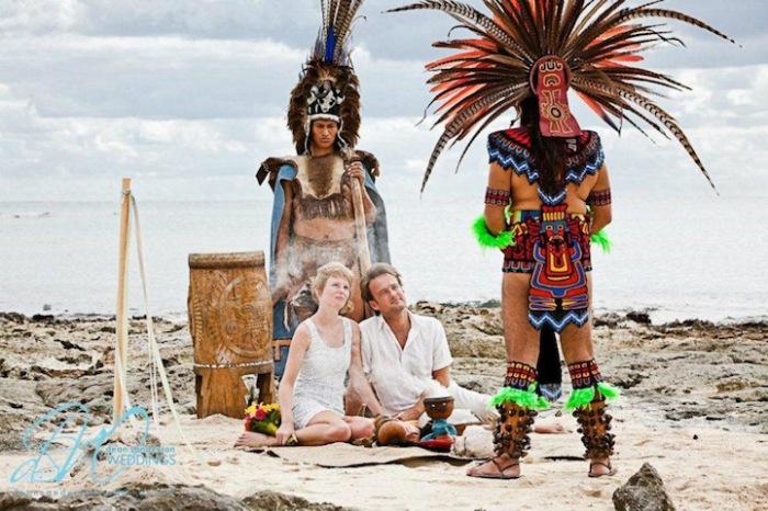Молодожены на мексиканском побережье.