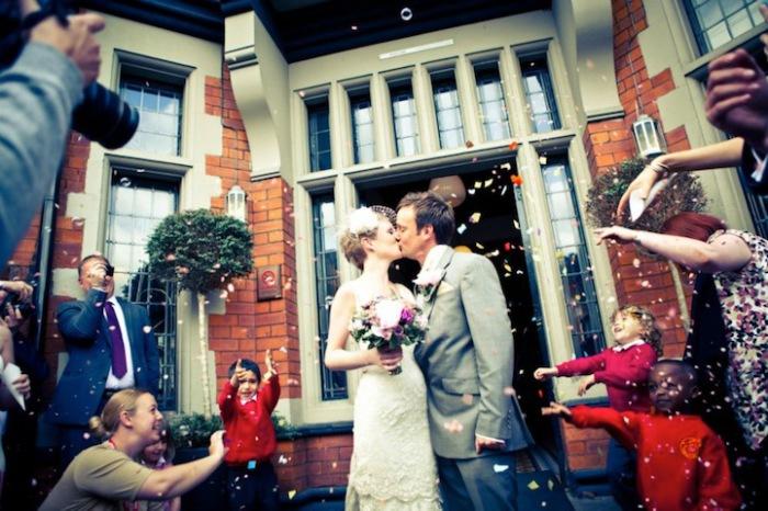 Первая свадьба состоялась в Дидсбери, что в Западном Манчестере.