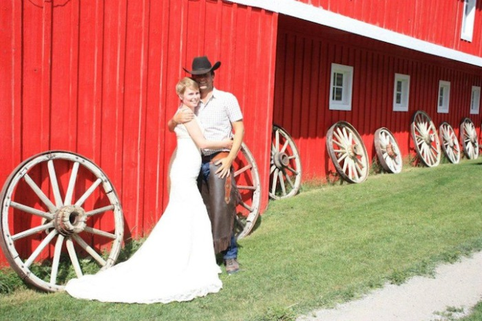 Молодожены на ранчо в Банффе.