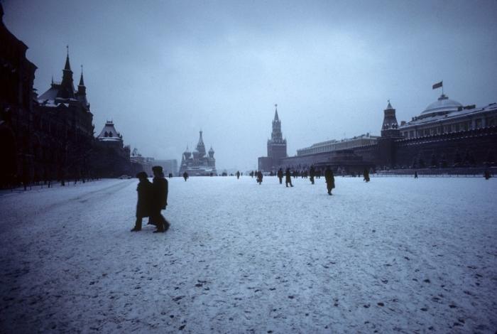 Волшебная заснеженная Красная площадь в центре Москвы, 1982 год.