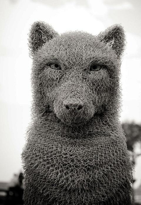 Волк из проволочной сетки, автор Ivan Lovatt.