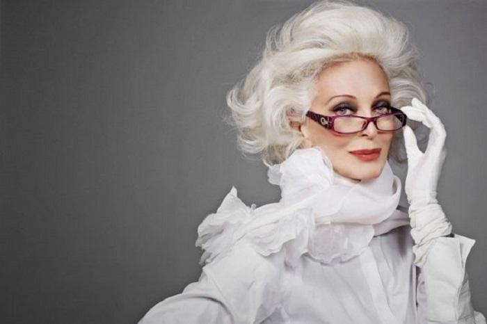 84-летняя известная модель Кармен попавшая в Книгу рекордов Гиннесса, как подиумная модель с самой долгой карьерой.