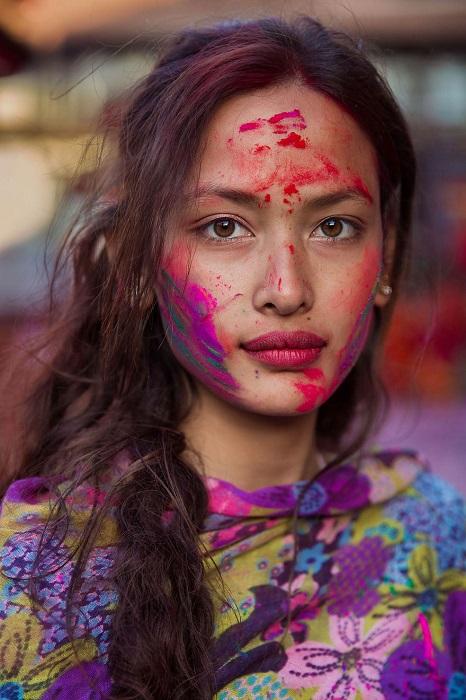 Прекрасная Сона на весеннем празднике Холи – Фестивале красок.