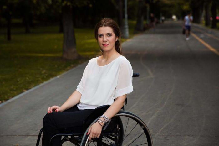 Несломленная Магда, пережившая ужасную автомобильную аварию, хочет изменить отношение к людям в инвалидных колясках в своей стране.
