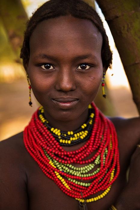 Обнаженная красота девушки из племени Даасанах.