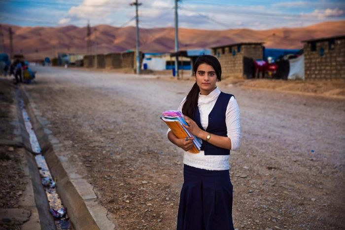 Молодая девушка Хаса в лагере беженцев Курдистана в Ираке.