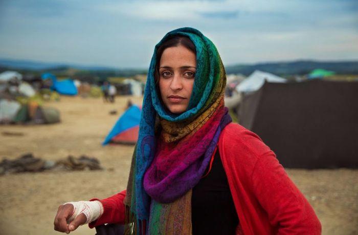 Мать троих детей проделала долгий путь из Ирака в Европу в надежде на более безопасную жизнь.