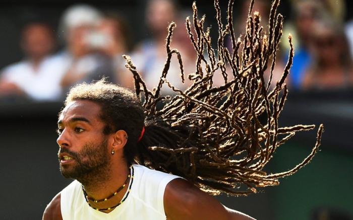 Теннисист Дастин Браун во время матча против Рафаэля Надаля на Уимблдонском турнире в Лондоне.