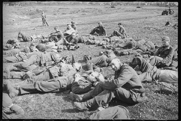 Пленные немецкие солдаты и офицеры под Орлом.