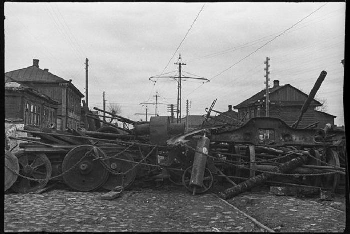 Заградительные сооружения на улице Коммунаров в Туле, 1941 год.