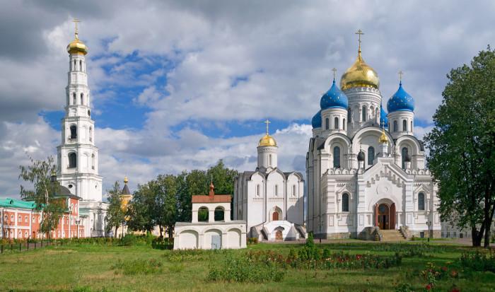93-метровая колокольня в городе Дзержинский, Московской области.