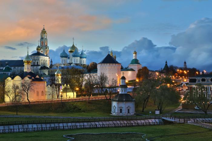 В центре города Сергиев-Посад Московской области находится колокольня 88-метровой высоты.