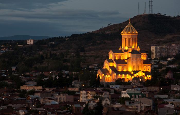 Собор Святой Троицы в Тбилиси высотой 86 метров.