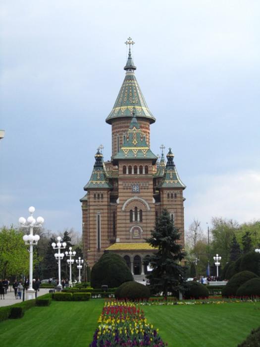 Кафедральный собор в Тимишоаре, Румыния, высота купола 83,7 метра.