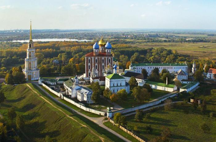 Историко-архитектурный музей-заповедник под открытым небом в Рязани, с колокольней 83,2 метра.