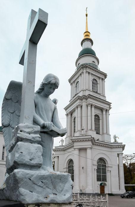 Православный кафедральный собор Тулы, его 82 метровая колокольня видна почти со всех точек города.