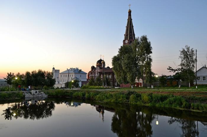 Православный монастырь в городе Алатырь (Чувашия), высота колокольни 81,6 метра.