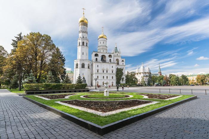 81-метровая церковь-колокольня, расположенная на Соборной площади Московского Кремля.