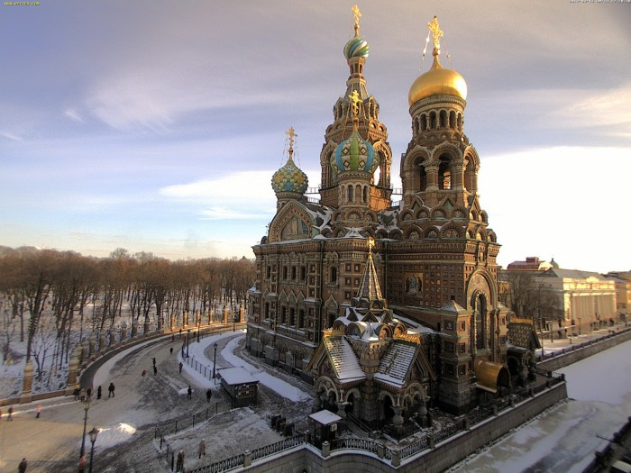 Православный мемориальный однопрестольный храм во имя Воскресения Христова высотой 81 метр.