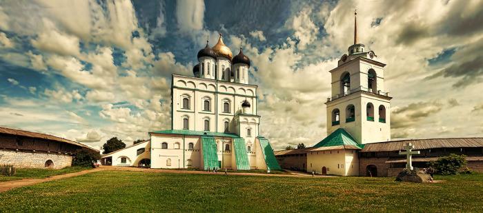 78-метровый кафедральный собор Псковской и Порховской епархии.