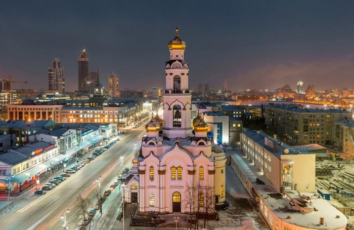 77-метровый храм-колокольня в Екатеринбурге.