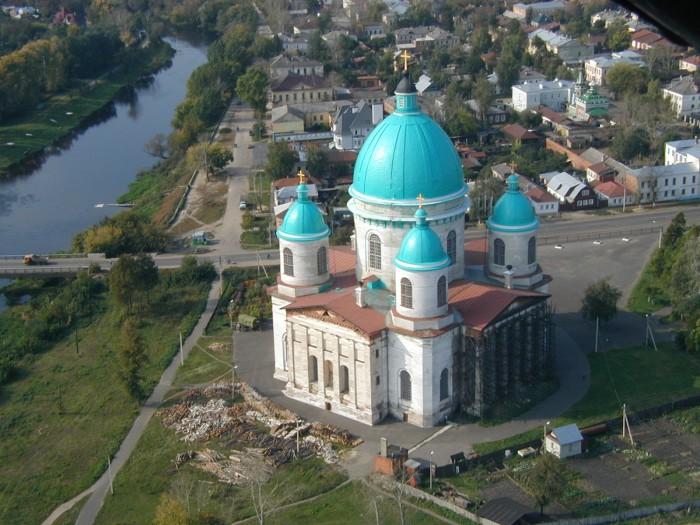 Пятикупольный кафедральный собор Мичуринской и Моршанской епархии Русской православной церкви, с высотой центрального купола 75,6 метра.