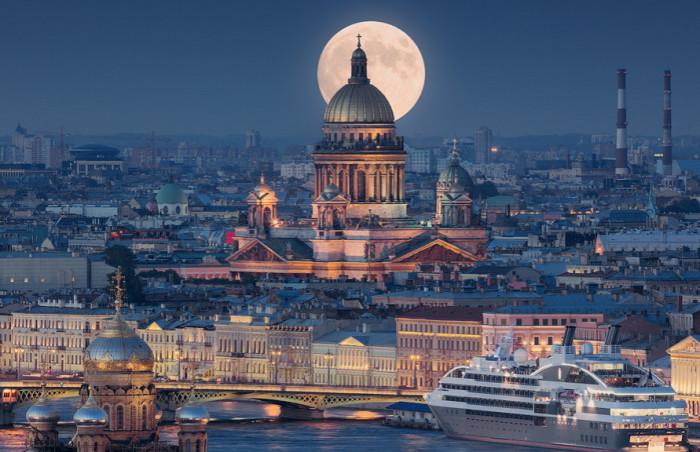 Крупнейший православный храм Санкт-Петербурга с высотой 101,5 метра.