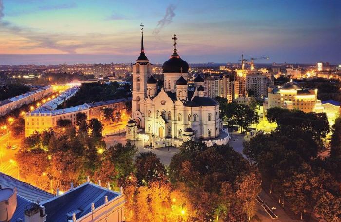 97 метровый храм города Воронежа.