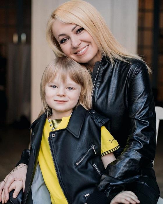 Пятилетний ребенок звездной мамы заряжен на то, чтобы стать чемпионом./ Фото: z-aya.ru