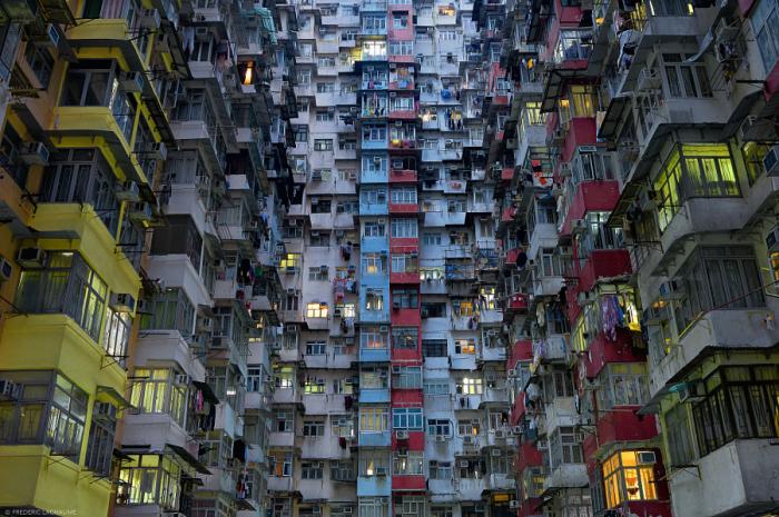 Плотно заселённый дом. Автор фотографии Федерико Лачами (Frederic Lachaume).