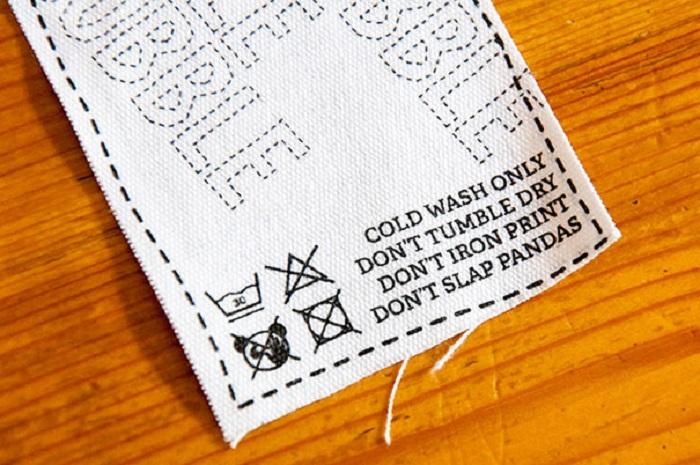 Стирать при температуре воды не выше 30 С. Не сушить в стиральной машинке. Не проглаживать принт. Не бить панд.