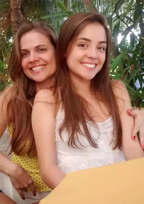 Дочь очень похожа на свою молодую маму - не удивительно, что друзья ошибались.