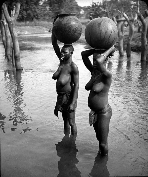 В обязанности замужней женщины входило обеспечение семьи водой.
