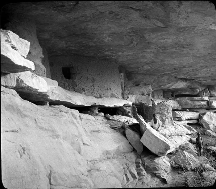 Погребения в камнях гор.