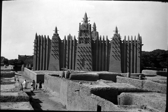 Уникальное сооружение выполнено из сырцового кирпича и покрыто глиняной штукатуркой.