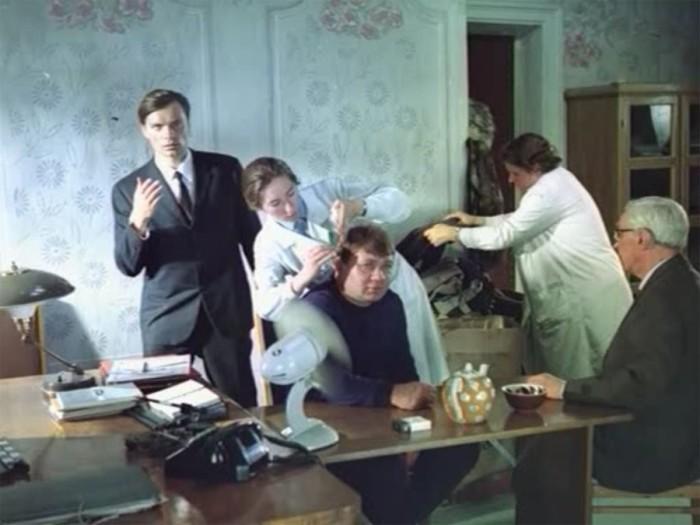 Евгений Леонов, он же преступника по кличке «Доцент», он же заведующий детским садом, талантливый педагог Евгений Иванович Трошкин.