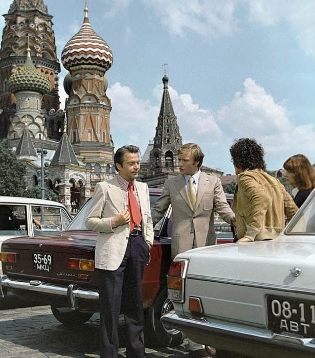 В главных ролях Андрей Миронов, Нинетто Даволи и Алигьеро Носкезе.
