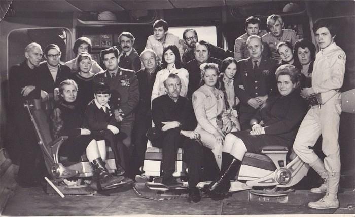 Подростки, снимавшиеся в детском фантастическом фильме, не освобождались от учебы и даже на съемках в Крыму посещали местную школу.